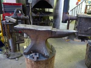 Swayback anvil