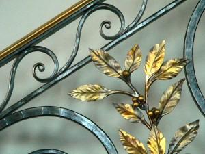 Laurel leaf detail